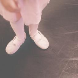 ballerinawaiting-8588